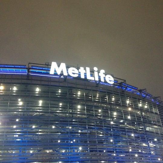 รูปภาพถ่ายที่ MetLife Stadium โดย mike b. เมื่อ 12/10/2012