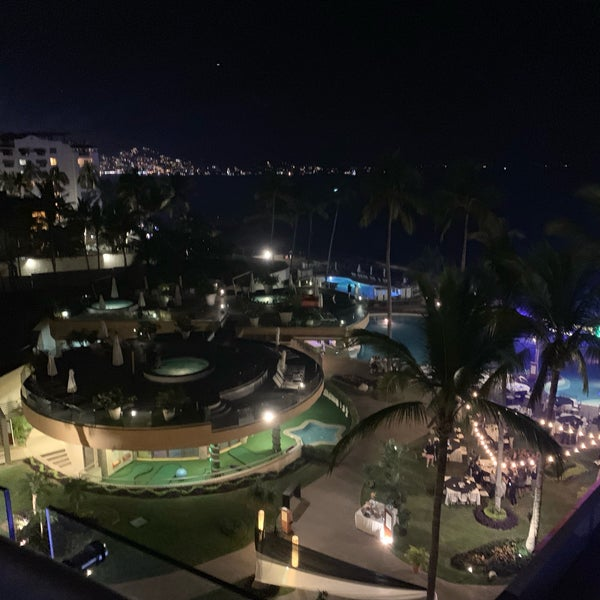 Foto tomada en Sunset Plaza Beach Resort & Spa por Scott (@SQLSocialite) S. el 1/1/2019