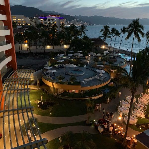 Foto tomada en Sunset Plaza Beach Resort & Spa por Scott (@SQLSocialite) S. el 12/28/2018