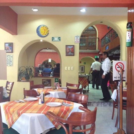 Foto diambil di Taquería El Jarocho oleh Gabriel D. pada 11/23/2012