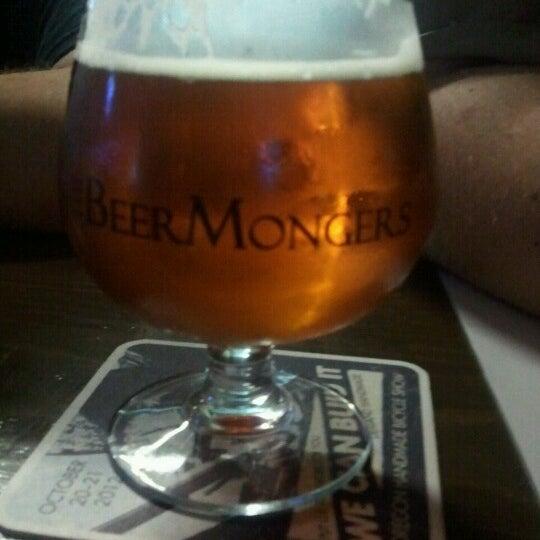 Photo prise au The BeerMongers par Amanda W. le11/1/2012