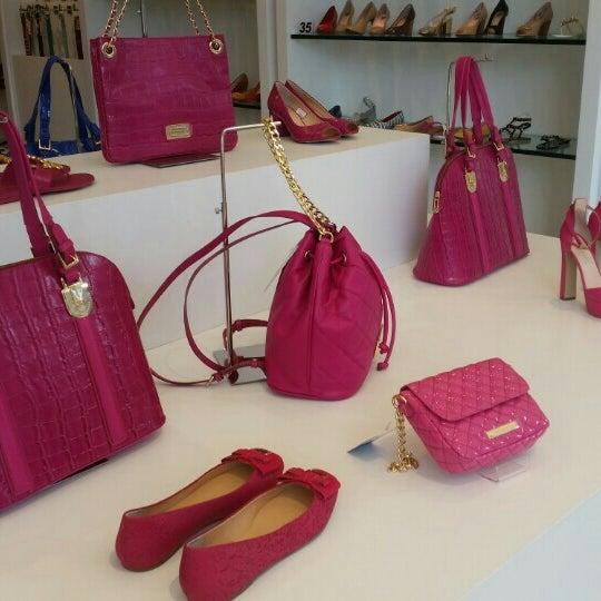 64b58181777f41 Jorge Bischoff e Loucos & Santos - Loja de Sapatos em Novo Hamburgo