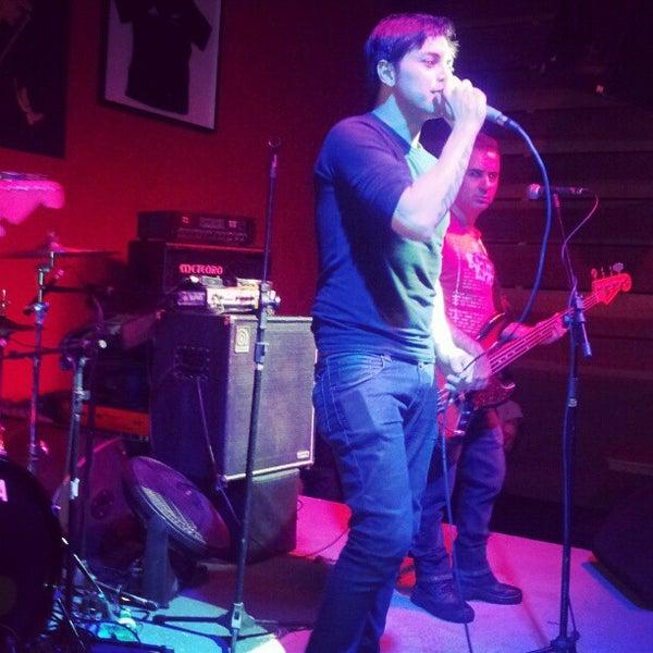 Foto tomada en Ozzie Pub por Daniel M. el 10/14/2012