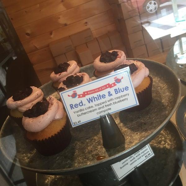 Foto tirada no(a) Urban Cookies Bakeshop por Karen H. em 7/1/2016