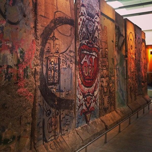 Foto scattata a Newseum da Iron N. il 12/28/2012