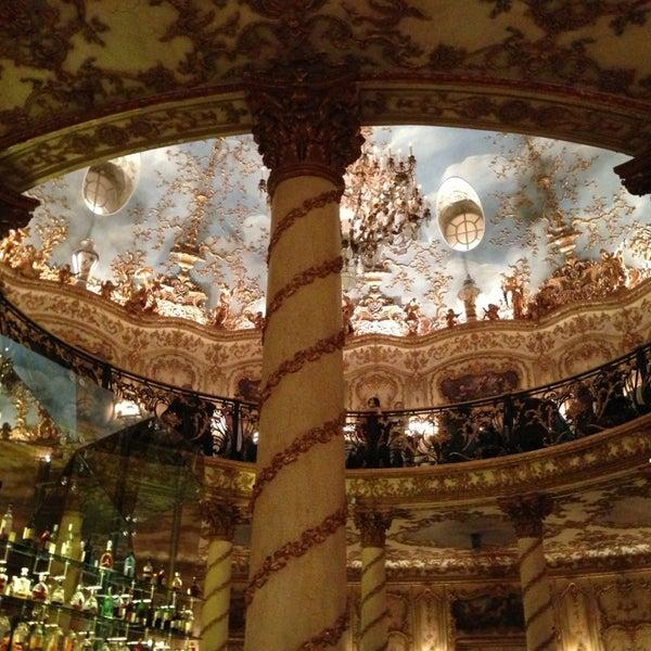 2/23/2013 tarihinde Liza C.ziyaretçi tarafından Turandot'de çekilen fotoğraf