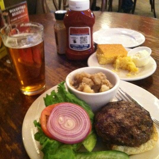 Foto tirada no(a) Jacob Wirth Restaurant por Brandon I. em 12/6/2012