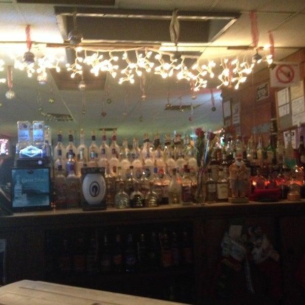 Foto tomada en Kay's Place Bar & Lounge por Danielle el 12/23/2013