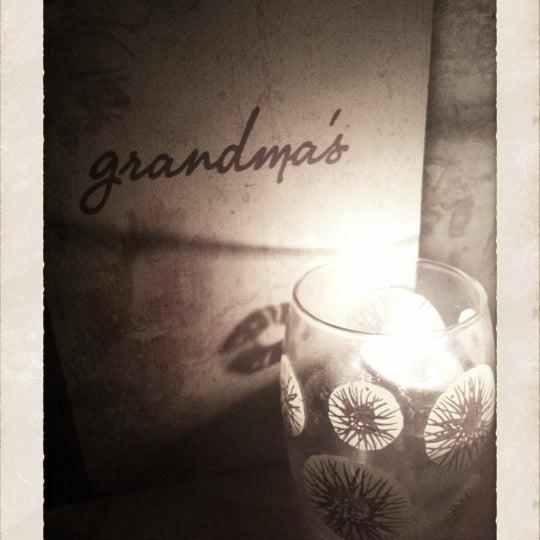 Foto tomada en Grandma's Bar por TheBelleBlack el 9/21/2012