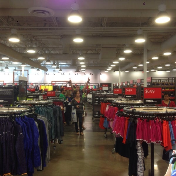 Nike Factory Store - Sporting Goods Shop in Alpine b2b7492bd
