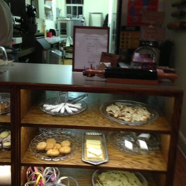 รูปภาพถ่ายที่ Zucker Bakery โดย Max S. เมื่อ 12/21/2012