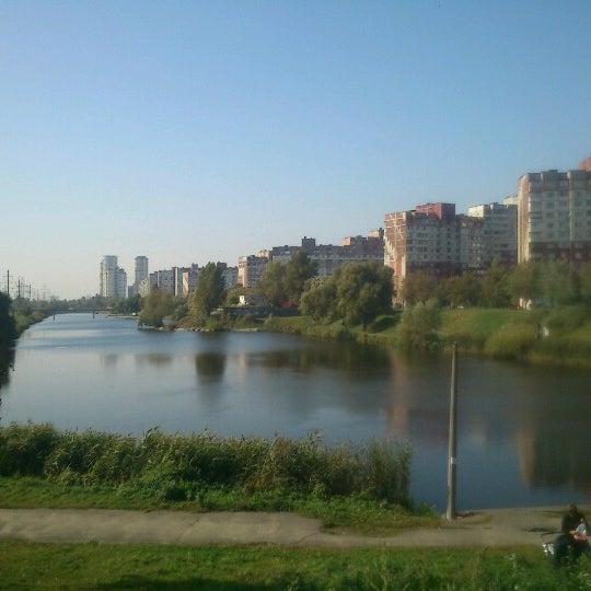 รูปภาพถ่ายที่ Троєщинський канал โดย Ta4ka Z. เมื่อ 10/3/2012