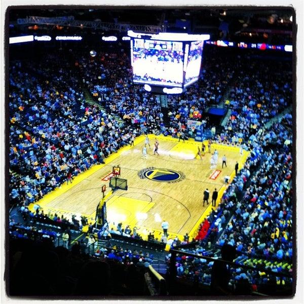 รูปภาพถ่ายที่ Oakland Arena โดย Lauren R. เมื่อ 3/31/2013