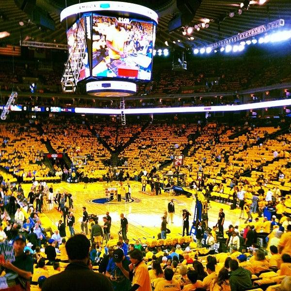 รูปภาพถ่ายที่ Oakland Arena โดย Lauren R. เมื่อ 4/27/2013
