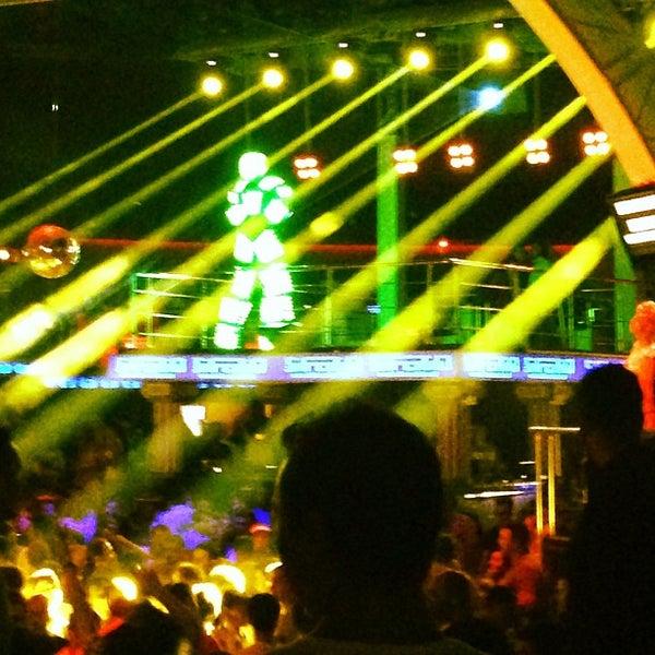 รูปภาพถ่ายที่ Club Inferno โดย La T. เมื่อ 7/7/2013