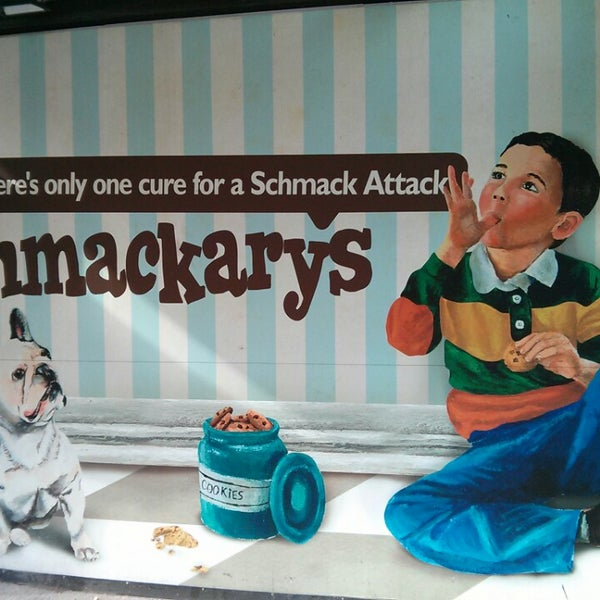 Foto scattata a Schmackary's da Betty C. il 4/20/2013