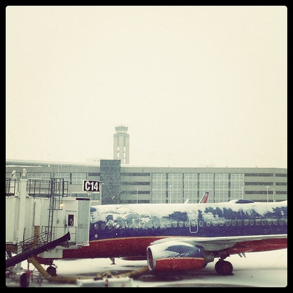 Foto tirada no(a) General Mitchell International Airport (MKE) por Nick K. em 12/29/2012
