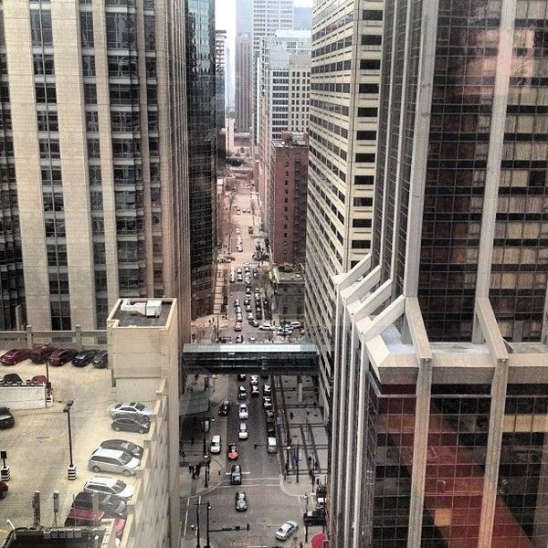 12/19/2012 tarihinde Chris M.ziyaretçi tarafından MileNorth, A Chicago Hotel'de çekilen fotoğraf