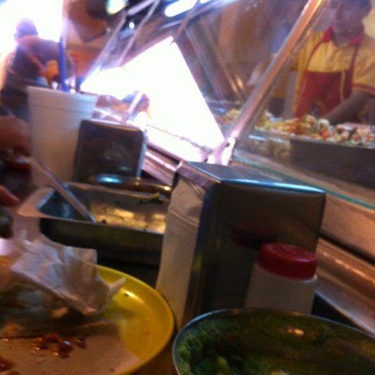 Foto tirada no(a) Tacos sarita por Edgar H. em 11/22/2012
