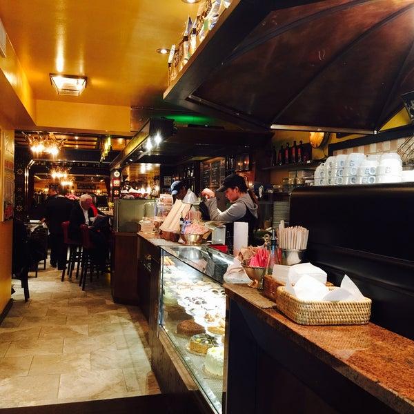 Foto diambil di Bottega del Vino oleh Frank R. pada 3/22/2015