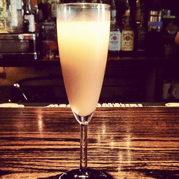 รูปภาพถ่ายที่ South 4th Bar & Cafe โดย Niki C. เมื่อ 10/14/2012