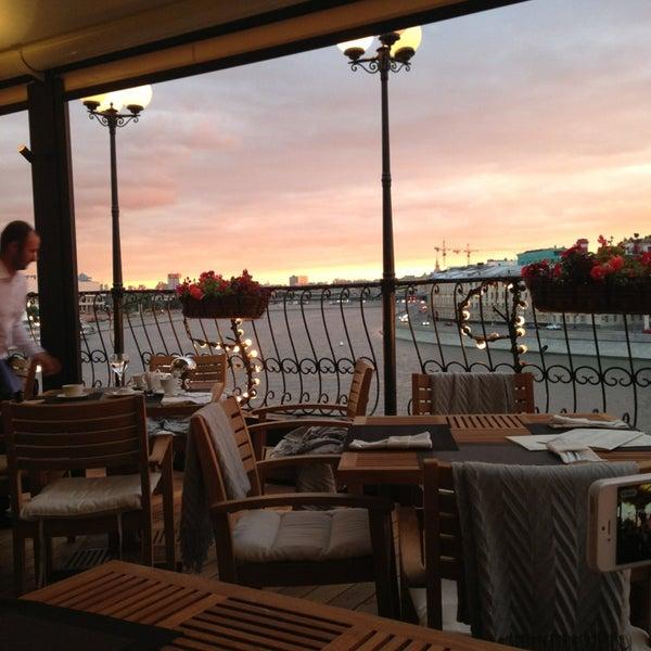Foto tirada no(a) Ресторан & Lounge «Река» por Irina M. em 6/21/2013