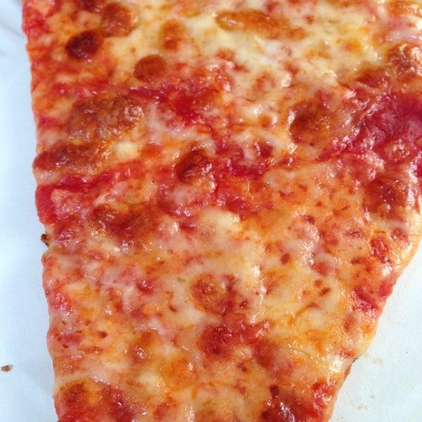 Photo prise au Joe's Pizza par Emily R. le1/2/2013