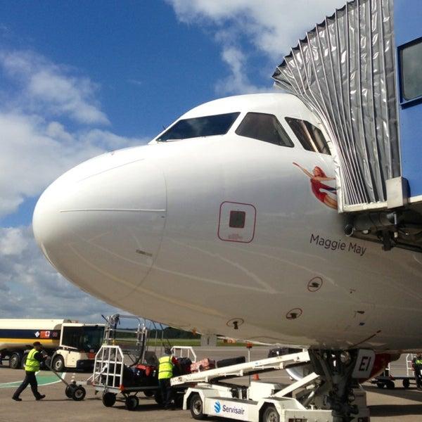 Das Foto wurde bei Edinburgh Airport (EDI) von Ilya M. am 8/16/2013 aufgenommen