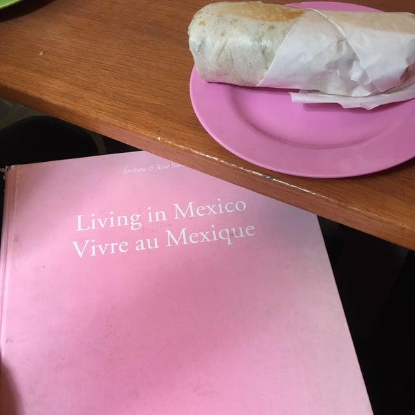 9/24/2017 tarihinde Annie N.ziyaretçi tarafından Condesa'de çekilen fotoğraf