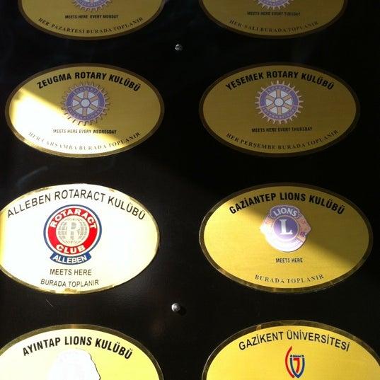 Das Foto wurde bei Grand Hotel Gaziantep von Veli G. am 12/8/2012 aufgenommen