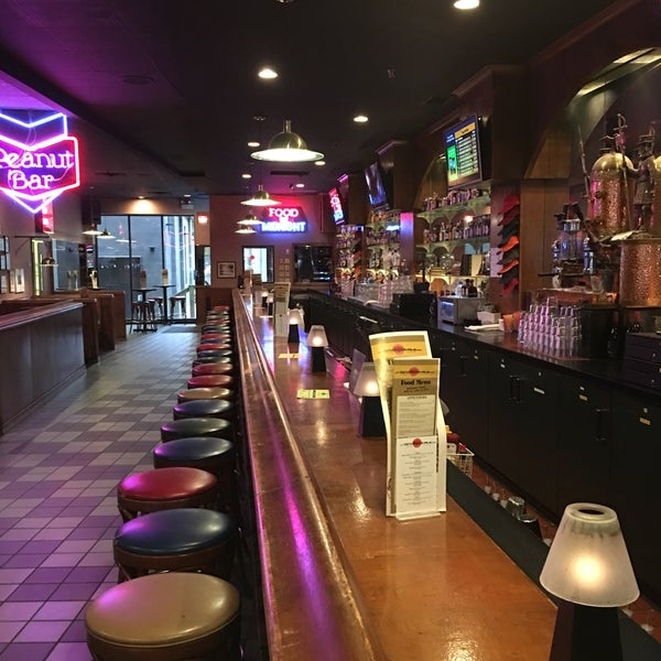 4/25/2016에 Ken S.님이 Williams Uptown Pub & Peanut Bar에서 찍은 사진