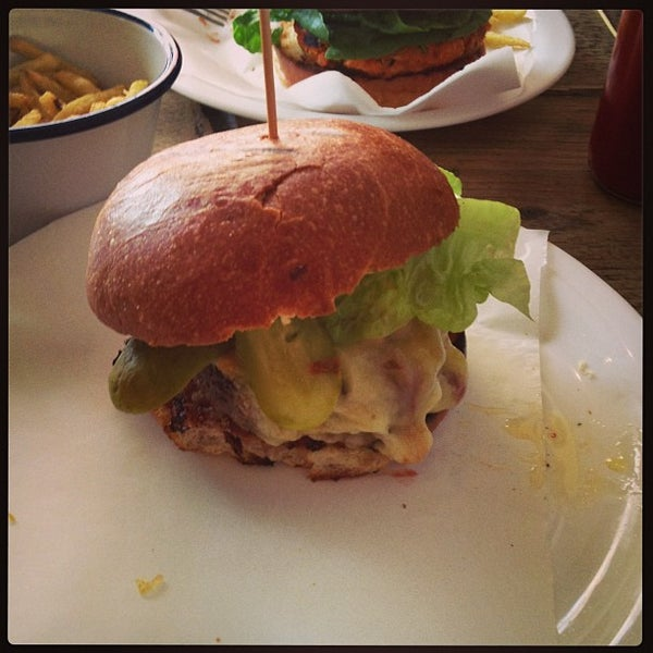 There are better burgers to be had elsewhere, but The Advisory has the advantage of being cheaper, quieter and yet /still/ pretty good.