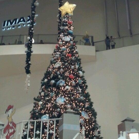 Снимок сделан в Plaza Universidad пользователем Chris M. 12/30/2012