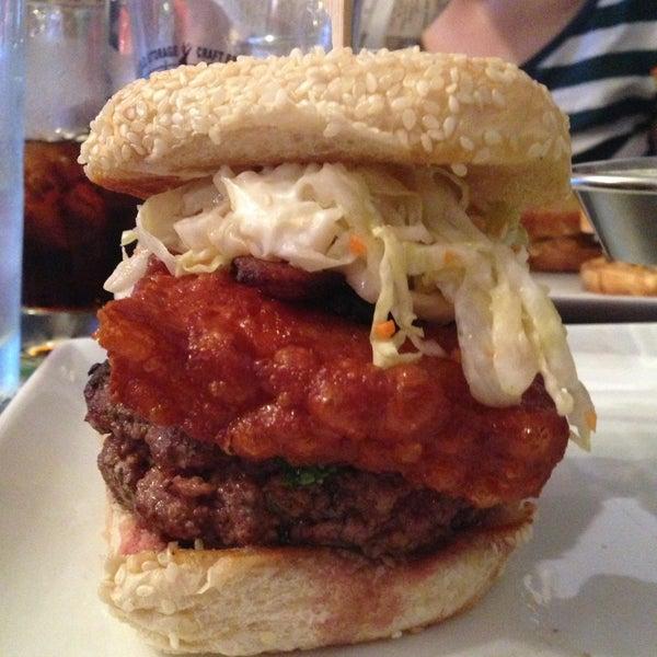 Снимок сделан в A&G Burger Joint пользователем Geoffrey A. 5/3/2013