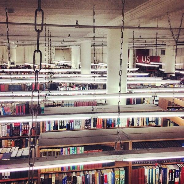 Das Foto wurde bei Strand Bookstore von Jeff G. am 2/18/2013 aufgenommen