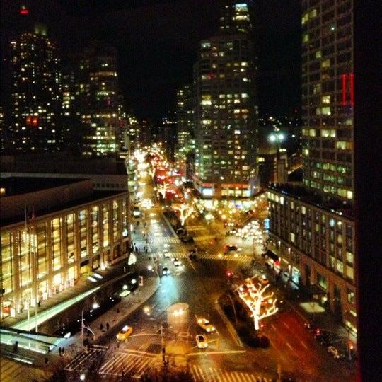 Снимок сделан в The Empire Hotel Rooftop пользователем Chester F. 1/11/2013