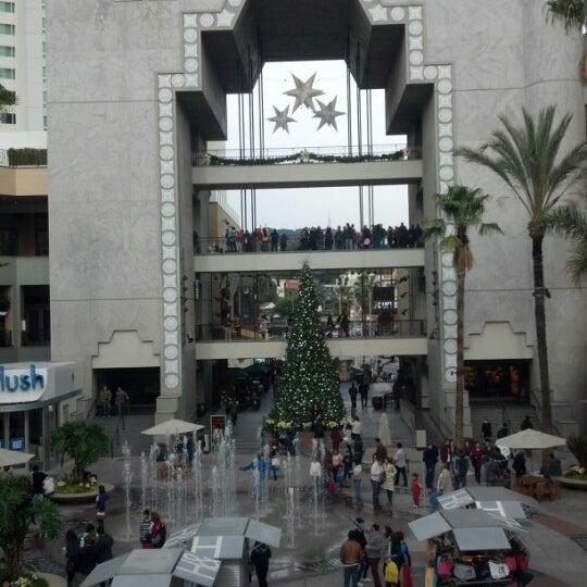 รูปภาพถ่ายที่ Hollywood & Highland Center โดย Deepesh P. เมื่อ 12/25/2012