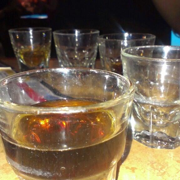 4/14/2013에 Angelina M.님이 Two Stooges Sports Bar & Grill에서 찍은 사진