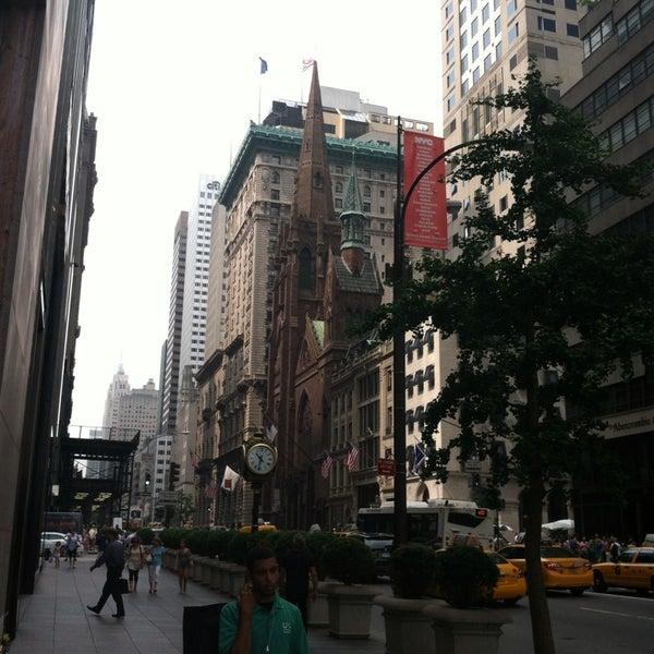 Foto diambil di Fifth Avenue Presbyterian Church oleh Steve M. pada 7/10/2013