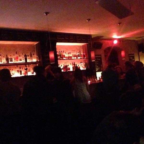 Das Foto wurde bei Couch Club von Petter M. am 11/1/2013 aufgenommen