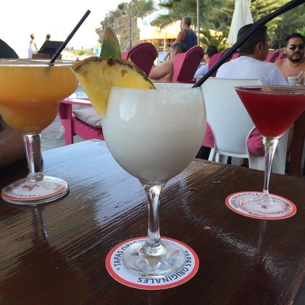 Foto diambil di El Gato Lounge oleh Manuel R. pada 8/15/2015