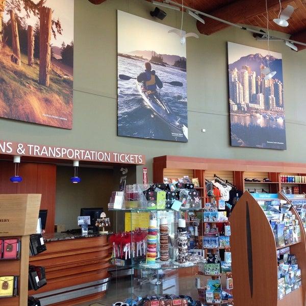 Foto scattata a British Columbia Visitor Centre @ Peace Arch da Alexandra V. il 10/1/2013