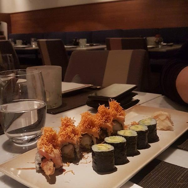 รูปภาพถ่ายที่ Yada Sushi โดย Esma C. เมื่อ 4/23/2019