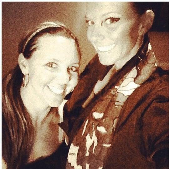 รูปภาพถ่ายที่ Brownstone Kitchen & Bar โดย Kristi C. เมื่อ 10/24/2012