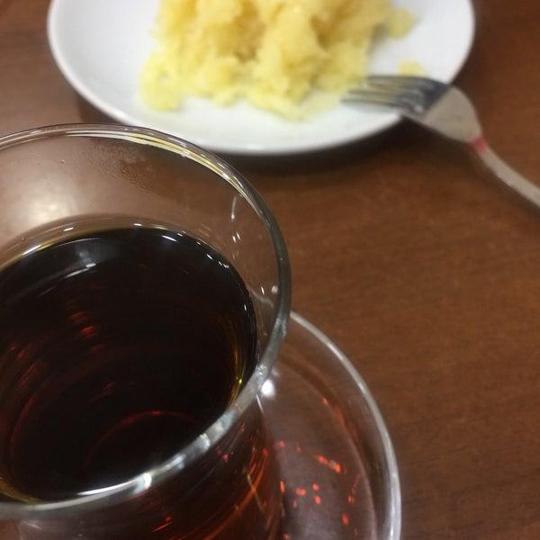 Das Foto wurde bei Zafer Tarihi Peynir Helvacısı von Helin's am 12/16/2017 aufgenommen