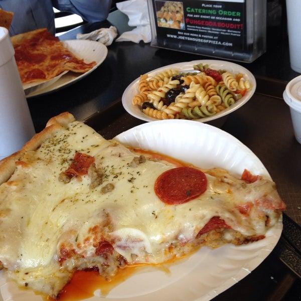 5/15/2014에 David H.님이 Joey's House of Pizza에서 찍은 사진