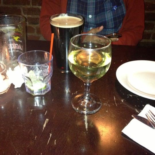 Foto tirada no(a) Bar Nine por Taliah A. em 11/30/2012