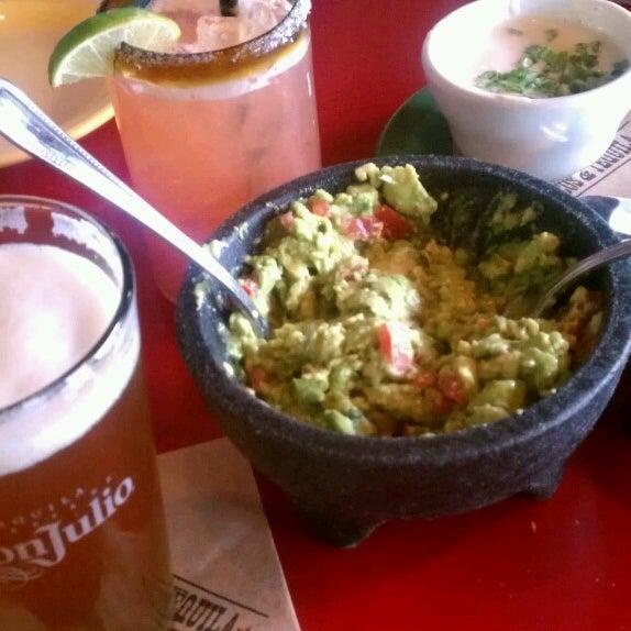 Foto scattata a Paco's Tacos & Tequila da Russ C. il 6/2/2013