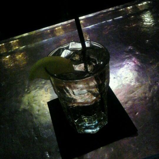 รูปภาพถ่ายที่ The Vault โดย TeLisa D. เมื่อ 11/11/2012