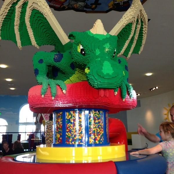 Foto tirada no(a) Legoland California por Tee B. em 4/3/2013